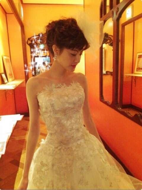 純白のドレスの佐藤ありさ