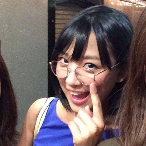 丸メガネと竹内由恵